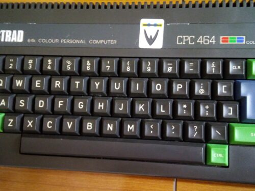 My Amstrad CPC 464, first tests and some pictures. PSU and a simple monochrome video cable.